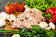 Rohes Fleisch und Gemüse Lizenzfreies Stockfoto
