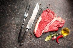 Rohes Frischfleisch T-Bone-Steak Stockfotografie