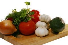 Rohes Gemüse auf Platte Stockfoto