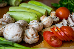 Rohes Gemüse und Pilze Stockfotografie