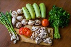 Rohes Gemüse und Pilze Stockfoto