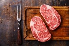 Rohes gemarmortes Fleisch Steak Ribeye und Fleisch gabelt Lizenzfreie Stockfotos