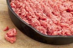 Rohes Grundfleisch des bisons (Büffel) stockbilder
