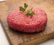 Rohes Hamburger-Fleisch Lizenzfreie Stockbilder