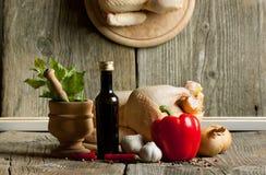 Rohes Huhn mit Gemüse und Spiegelreflex Lizenzfreie Stockbilder