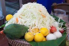 Rohes Lebensmittel für machen Papayasalat somtam Lizenzfreies Stockbild