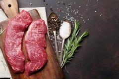 Rohes Obermesser oder Denver-Steak lizenzfreie stockfotos