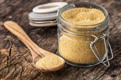 Rohes organisches Amarant-Korn stockfoto