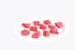 rohes Rindfleisch des weißen Hintergrundes Stockbild