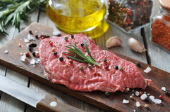 Rohes Rindfleischsteak Lizenzfreie Stockfotos
