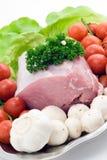 Rohes Schweinefleisch auf der Platte Lizenzfreies Stockfoto