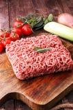 Rohes Schweinefleisch und Hackfleisch und Gemüse des Rindfleisches Stockfoto