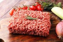 Rohes Schweinefleisch und Hackfleisch und Gemüse des Rindfleisches Lizenzfreie Stockfotografie