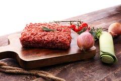 Rohes Schweinefleisch und Hackfleisch und Gemüse des Rindfleisches Lizenzfreies Stockfoto