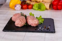 Rohes Schweinefleischkotelett Stockfoto