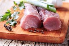 Rohes Schweinefleischzartes lendenstück Stockfotos