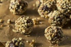 Rohes selbst gemachtes gesundes Gluten-freie Datums-Bisse Lizenzfreies Stockfoto