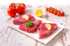 Rohes Thunfisch-Steak Stockbild