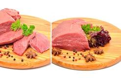 Rohes Treffen bessert mit geschnittener Zwiebel und schwarzem Pfeffer aus Lizenzfreies Stockfoto