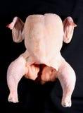 Rohes ungekochtes Huhn auf Schwarzem Lizenzfreies Stockfoto