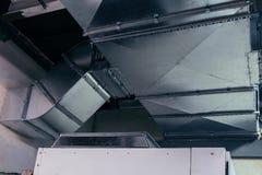 Rohr, Kanalisierung, Belüftung, Klimaanlage, industriell, modern, metallisch lizenzfreies stockfoto