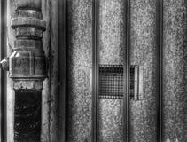 Rohr und Gitter Stockfotografie