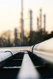 Rohr zur Raffineriestation Stockbild