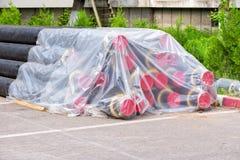 Rohre eingewickelt im Plastik Stockfotografie