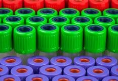 Rohre für rotes grünes Purpur der Blutuntersuchung Lizenzfreie Stockfotos