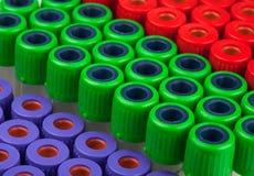 Rohre für rotes grünes Purpur der Blutuntersuchung Lizenzfreies Stockbild