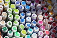 Rohre mit buntem Farbenhintergrund Lizenzfreies Stockfoto