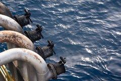 Rohrkopf des Auspuffs vier am Backbord von heben oben Ölplattform Lizenzfreie Stockfotos