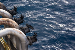 Rohrkopf des Auspuffs vier am Backbord von heben oben Ölplattform Lizenzfreies Stockbild