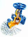 Rohrleitungarmatur gegen Geld stockbilder