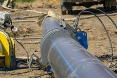 Rohrleitungsbau an der Baustelle stockfotos