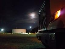Rohrleitungsstation auf bewölkter Nacht Lizenzfreies Stockbild