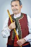 Rohrspieler in der traditionellen Kleidung Lizenzfreie Stockfotos