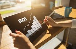 ROI、回收投资,事务和财政概念 库存照片