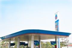 ROI бензозаправочной колонки PTT ET, ТАИЛАНД - февраль 2018: бензозаправочная колонка топлива PTT в сцене утра Стоковая Фотография RF