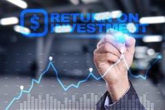 ROI, affare di ritorno su investimento e concetto di tecnologia Fondo di schermo virtuale fotografia stock libera da diritti
