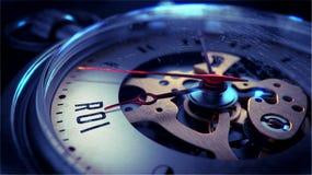 ROI auf Taschen-Uhr-Gesicht Setzen Sie Zeit Konzeptes fest Wenden Sie getrennt auf weißem Hintergrund ein stock abbildung