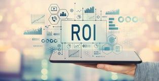 ROI com tablet pc fotos de stock