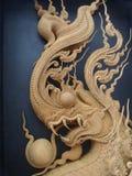 Roi détaillé de bois de Naga découpant à l'arrière-plan noir photo libre de droits