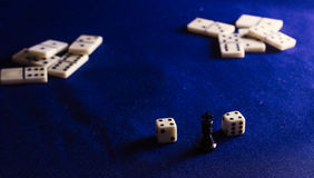 Roi des échecs et des dominos Photographie stock