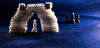 Roi des échecs et des dominos Photos stock
