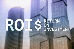 ROI - Konzept der Anlagenrendite, des Finanzmarkts und des Aktienhandels lizenzfreie stockbilder