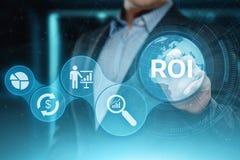 ROI Return no conceito da tecnologia do negócio do Internet do sucesso do lucro da finança do investimento foto de stock