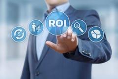 ROI Return på begrepp för teknologi för affär för internet för framgång för investeringfinansvinst royaltyfri fotografi