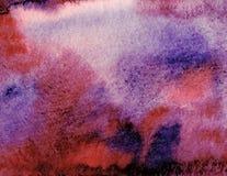 Rojo abstracto con el fondo azul, violeta de la acuarela Pantalla decorativa imagen de archivo