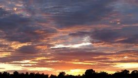Rojo anaranjado Grey Clouds fotografía de archivo